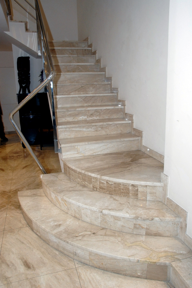 Escaleras de m rmol en el vall s m rmoles ros for De donde se extrae el marmol